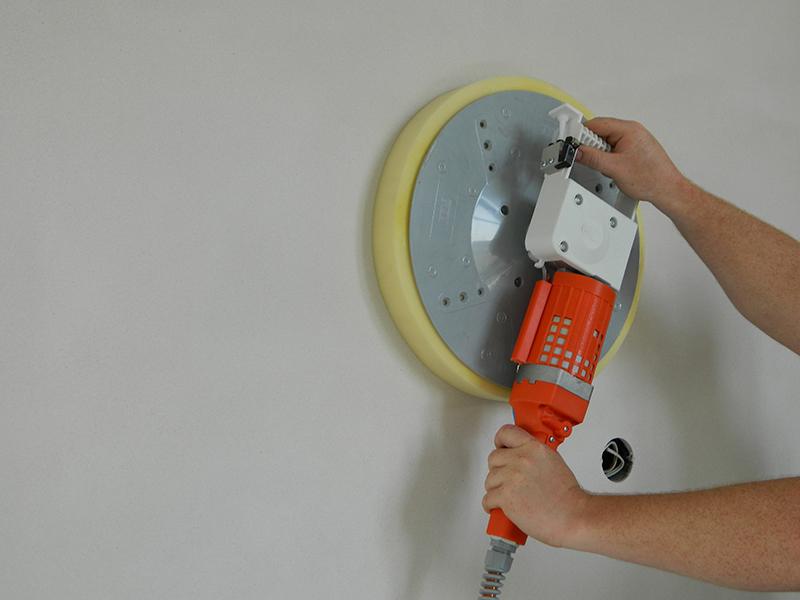 Покраска стен по новой штукатурке: все, что нужно знать