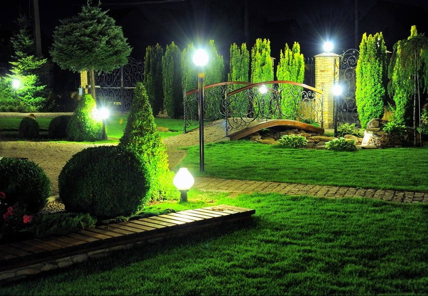 Уличное освещение загородного дома