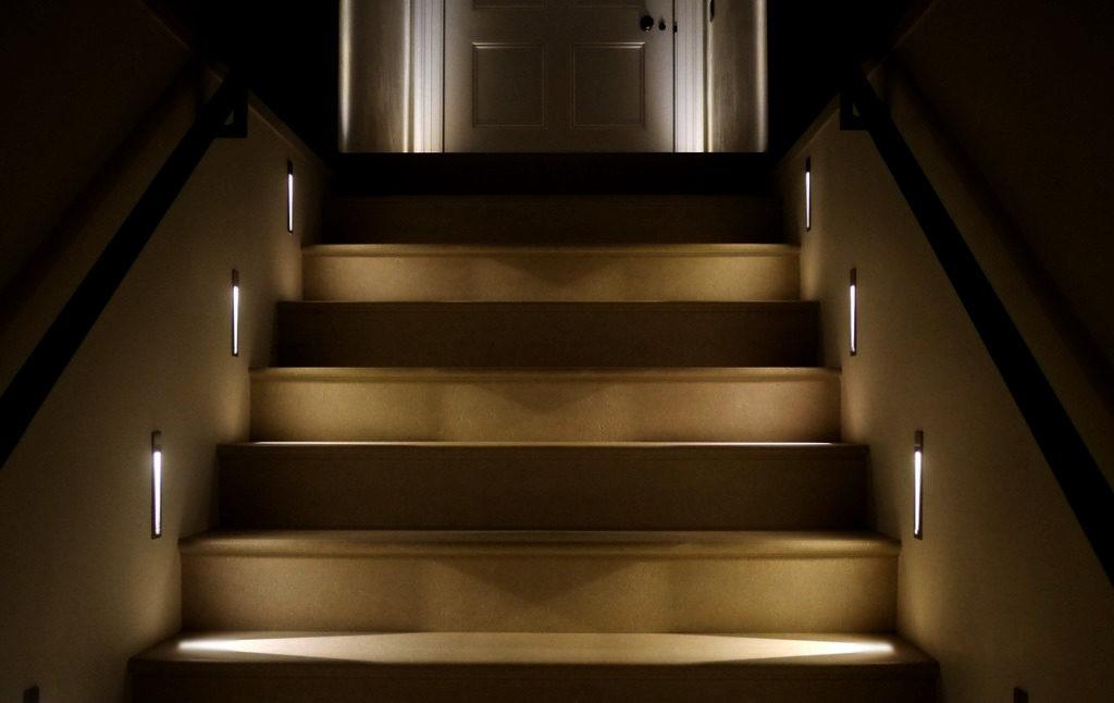 Освещение лестницы: как его организовать?