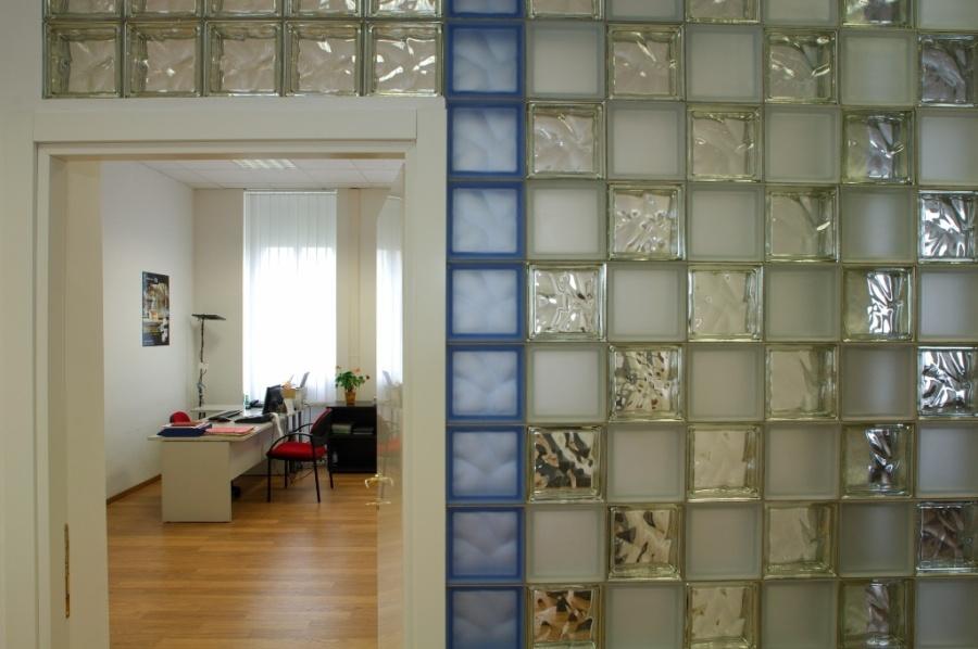 Межкомнатные перегородки из стекла: свойства, установка