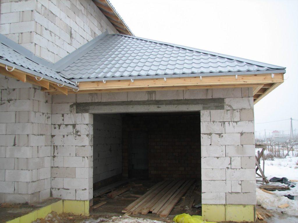 Пристройка гаража к дому из газобетонных блоков